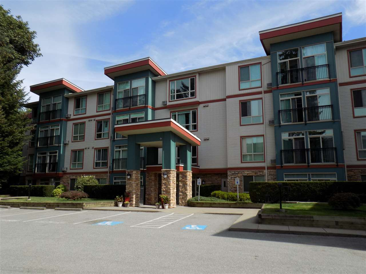 "Main Photo: 205 33485 SOUTH FRASER Way in Abbotsford: Central Abbotsford Condo for sale in ""CITADEL RIDGE"" : MLS®# R2490166"