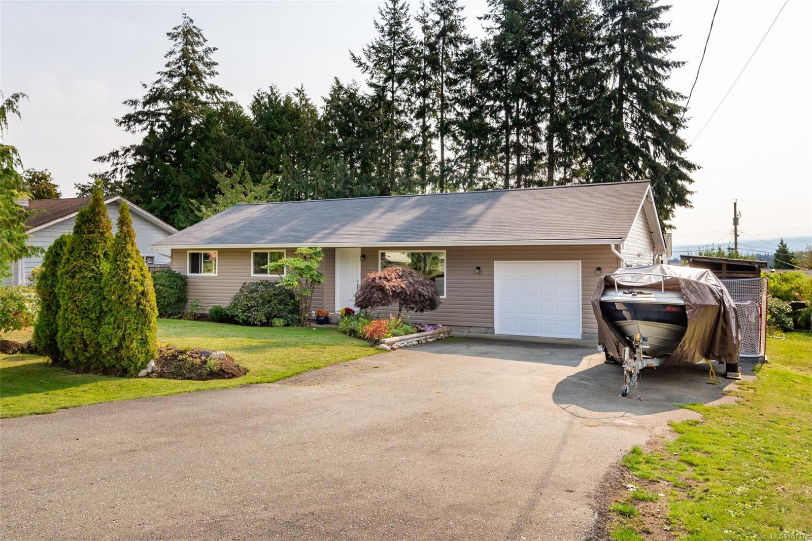 Main Photo: 663 Glenalan Rd in : CR Campbell River Central House for sale (Campbell River)  : MLS®# 857176