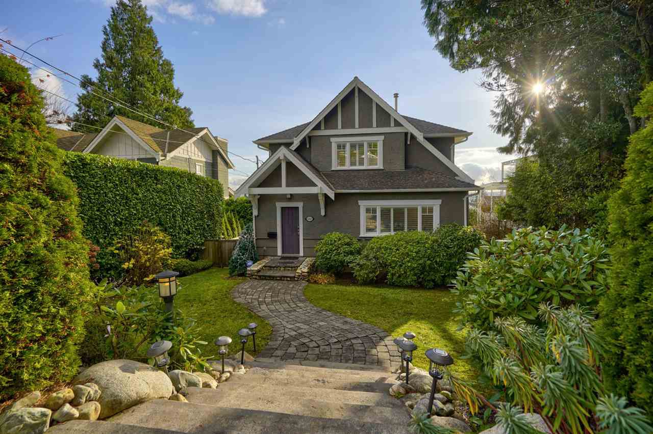 Main Photo: 1460 NELSON Avenue in West Vancouver: Ambleside House for sale : MLS®# R2520941