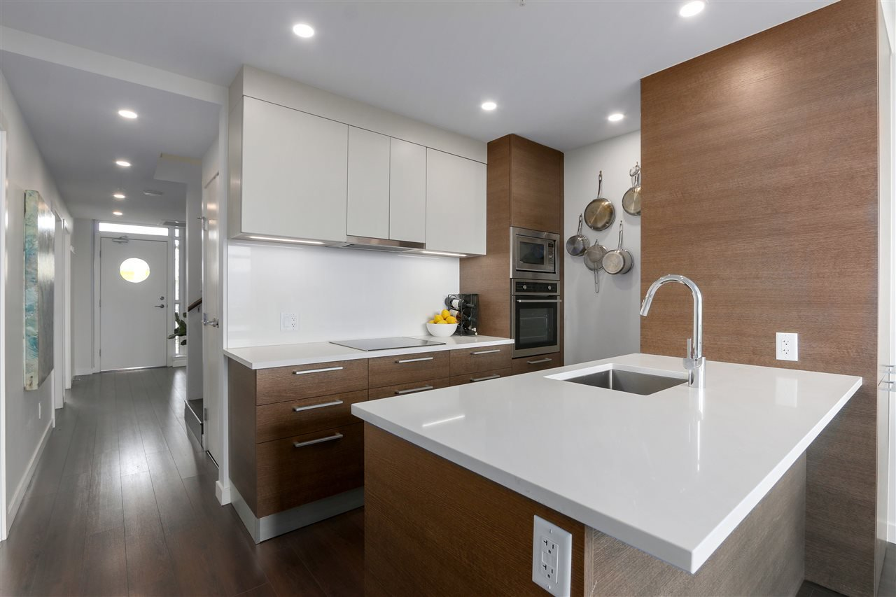 "Photo 10: Photos: 609 2508 WATSON Street in Vancouver: Mount Pleasant VE Condo for sale in ""THE INDEPENDENT"" (Vancouver East)  : MLS®# R2462704"