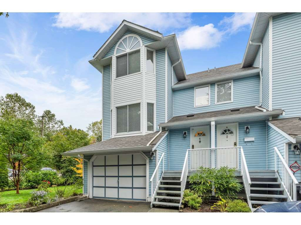 """Main Photo: 4 8220 121A Street in Surrey: Queen Mary Park Surrey Townhouse for sale in """"BARKERVILLE II"""" : MLS®# R2508903"""