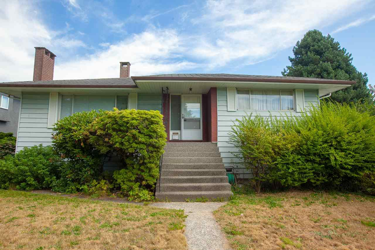 Main Photo: 6492 LAKEVIEW Avenue in Burnaby: Upper Deer Lake House for sale (Burnaby South)  : MLS®# R2404210