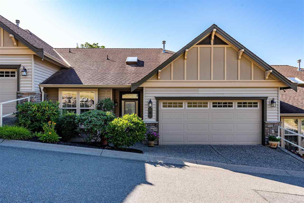"""Main Photo: 6 2842 WHATCOM Road in Abbotsford: Abbotsford East Townhouse for sale in """"Forest Ridge"""" : MLS®# R2480904"""