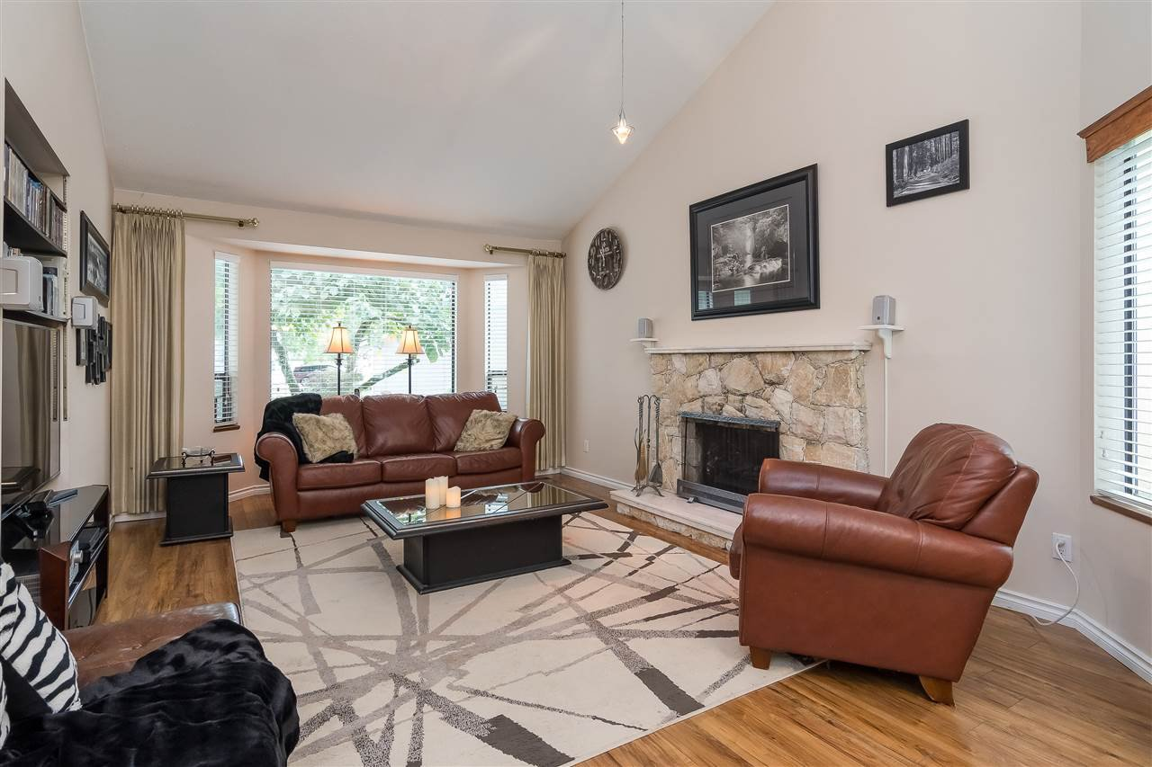 Photo 2: Photos: 9699 155 Street in Surrey: Guildford House for sale (North Surrey)  : MLS®# R2406318