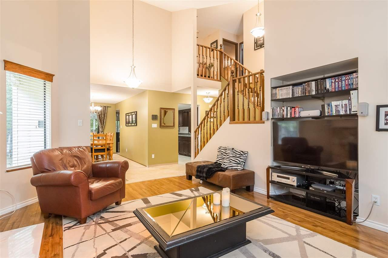 Photo 3: Photos: 9699 155 Street in Surrey: Guildford House for sale (North Surrey)  : MLS®# R2406318