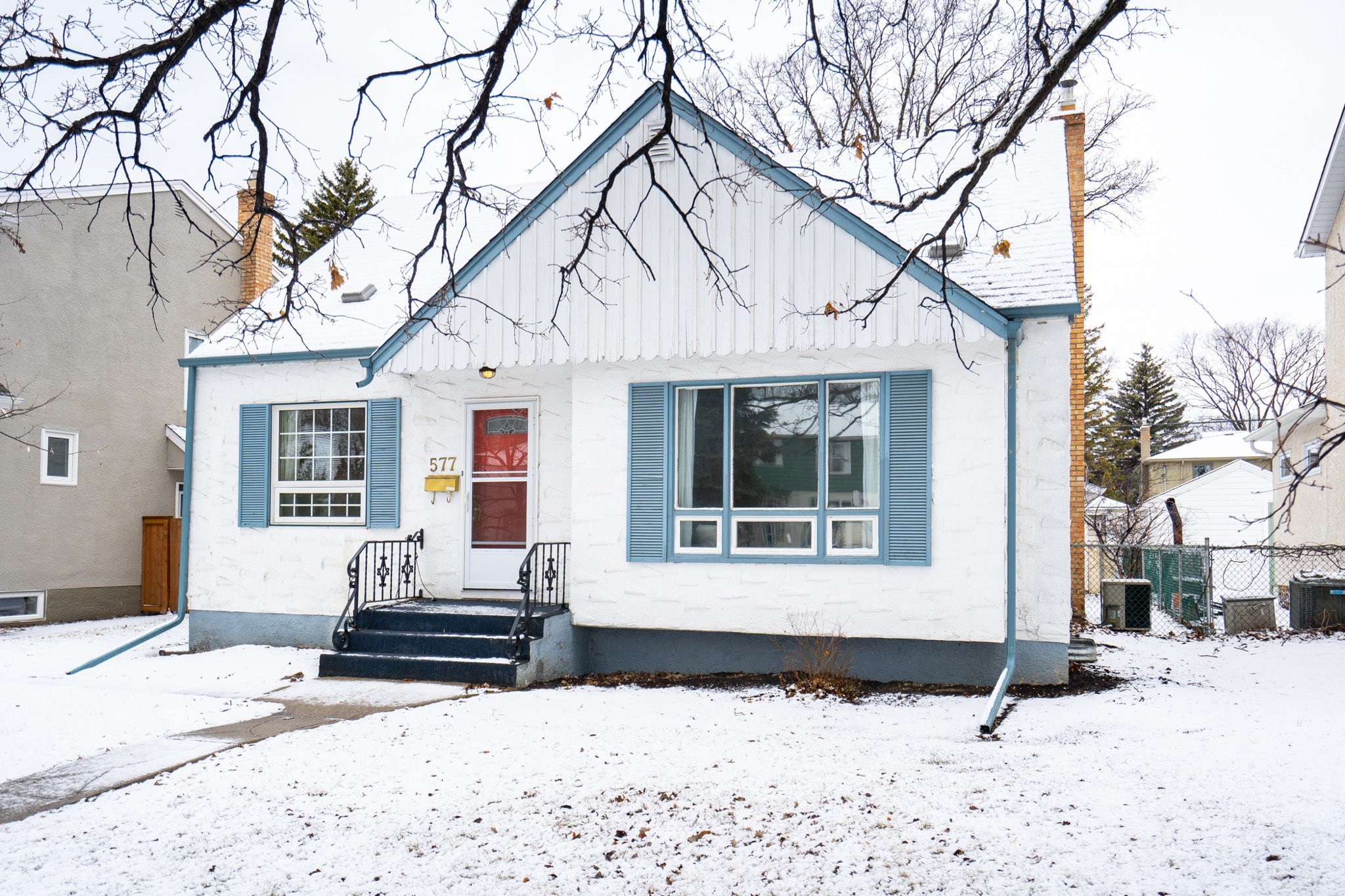 Main Photo: 577 Southwest Montrose Street in Winnipeg: River Heights House for sale (1D)  : MLS®#  1908766