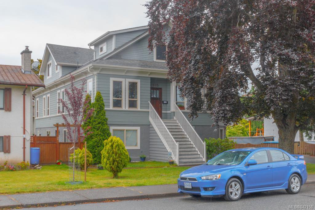 Main Photo: 4 635 Rothwell St in Victoria: VW Victoria West Row/Townhouse for sale (Victoria West)  : MLS®# 842158