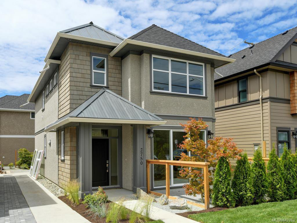 Main Photo: 2750 Gosworth Rd in Victoria: Vi Oaklands Single Family Detached for sale : MLS®# 842762