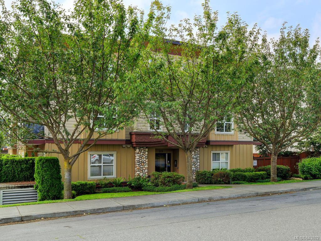Main Photo: 203 919 MARKET St in Victoria: Vi Hillside Condo for sale : MLS®# 843802