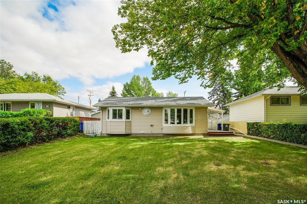 Main Photo: 205 Boyd Street in Saskatoon: Forest Grove Residential for sale : MLS®# SK826086