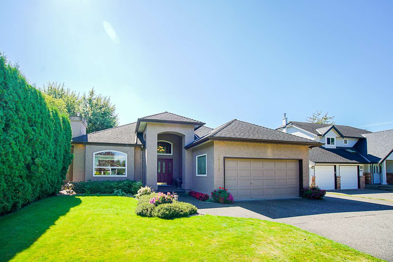 Main Photo: 20364 92A Avenue in Langley: Walnut Grove House for sale : MLS®# R2493533