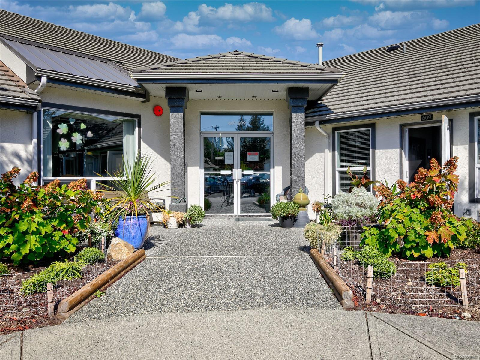 Main Photo: 603 265 Mills St in : PQ Parksville Row/Townhouse for sale (Parksville/Qualicum)  : MLS®# 854661