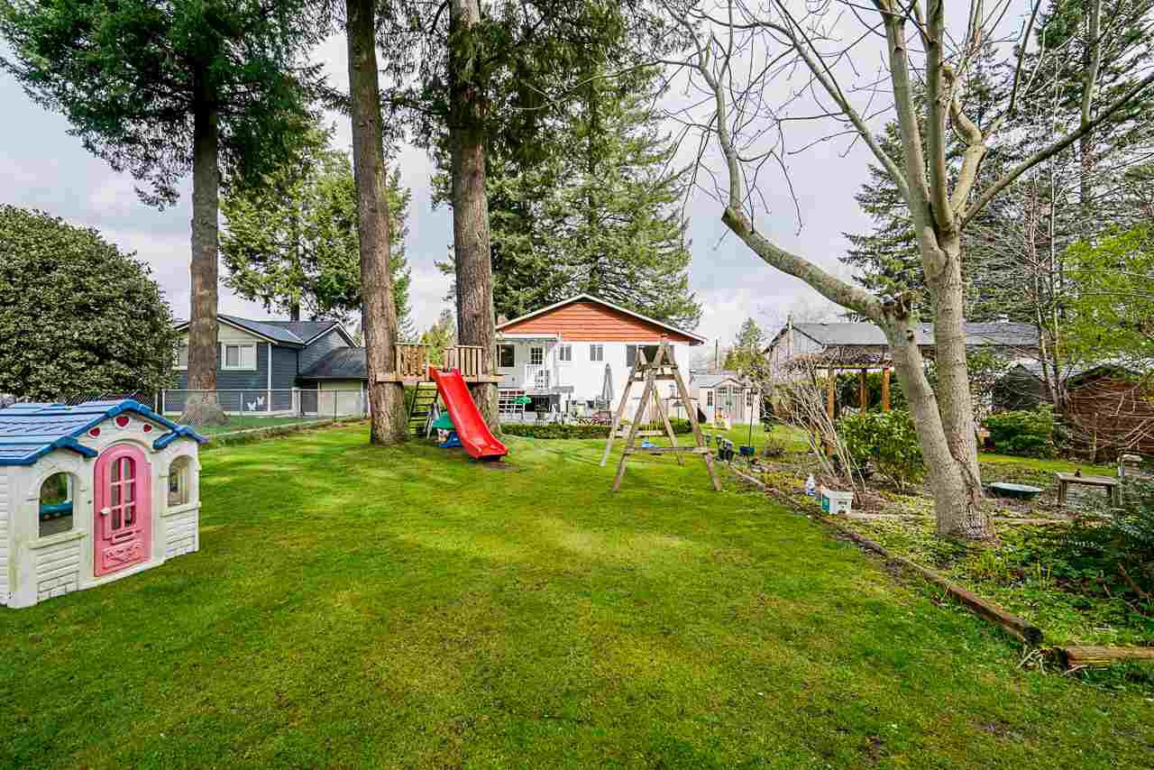 Photo 6: Photos: 19980 50 Avenue in Langley: Langley City House for sale : MLS®# R2449479