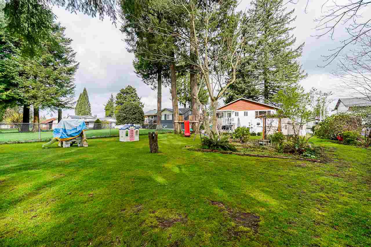 Photo 9: Photos: 19980 50 Avenue in Langley: Langley City House for sale : MLS®# R2449479