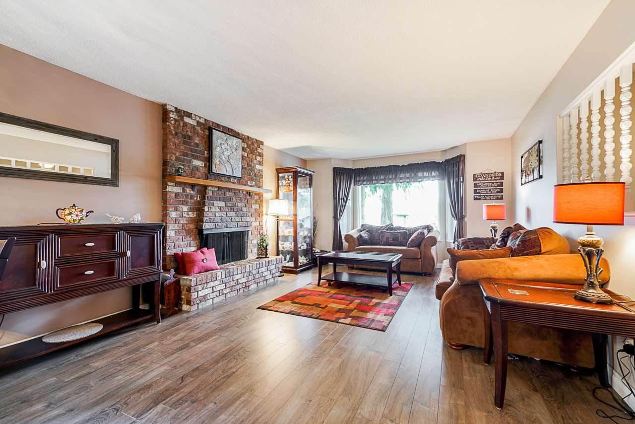 Photo 11: Photos: 19980 50 Avenue in Langley: Langley City House for sale : MLS®# R2449479