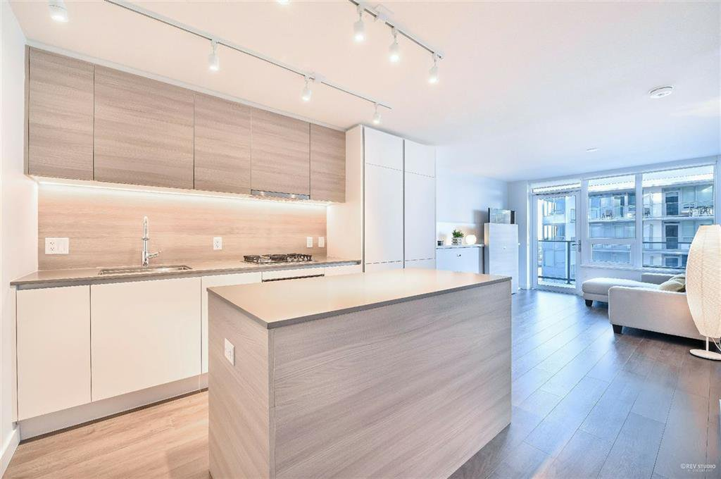 Main Photo: 2406 - 908 Quayside Drive in New Westminster: Quay Condo for sale
