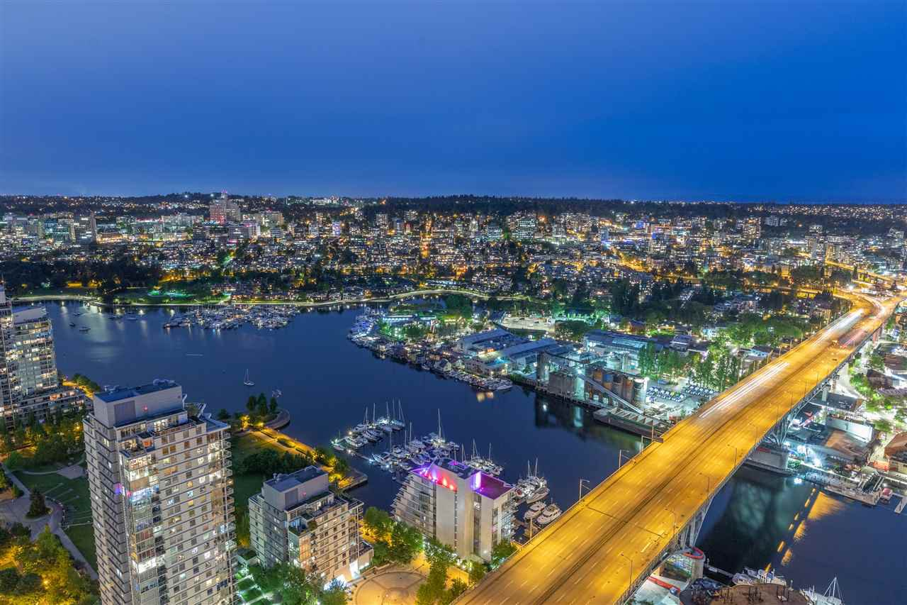 "Main Photo: 5001 1480 HOWE Street in Vancouver: Yaletown Condo for sale in ""VANCOUVER HOUSE"" (Vancouver West)  : MLS®# R2460586"