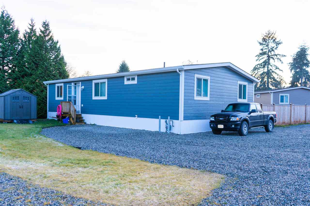 Main Photo: 135 1413 SUNSHINE COAST Highway in Gibsons: Gibsons & Area Manufactured Home for sale (Sunshine Coast)  : MLS®# R2527714