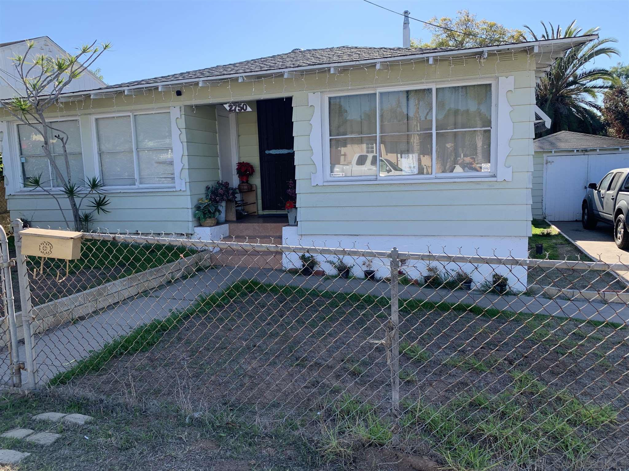 Main Photo: NATIONAL CITY House for sale : 4 bedrooms : 2750 Chaffee St