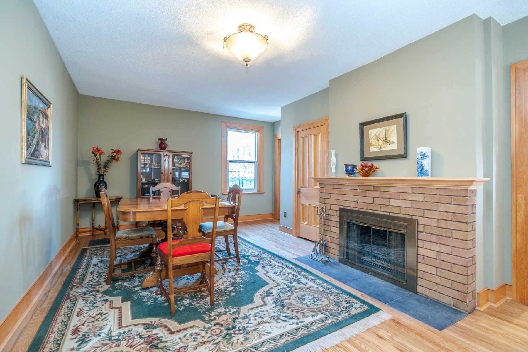 Photo 5: Photos: 1009 S Centre Street in Whitby: Downtown Whitby House (Bungalow) for sale : MLS®# E4714116