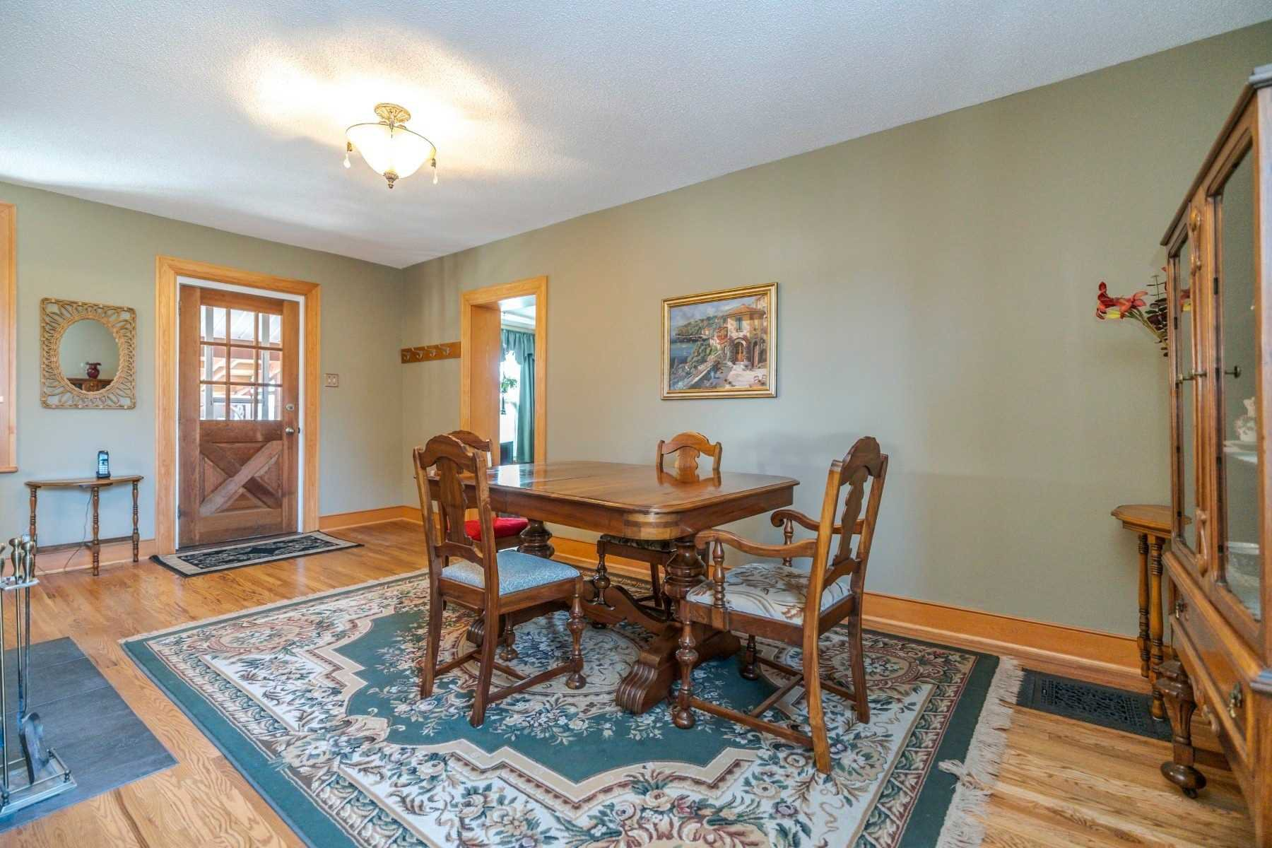 Photo 6: Photos: 1009 S Centre Street in Whitby: Downtown Whitby House (Bungalow) for sale : MLS®# E4714116