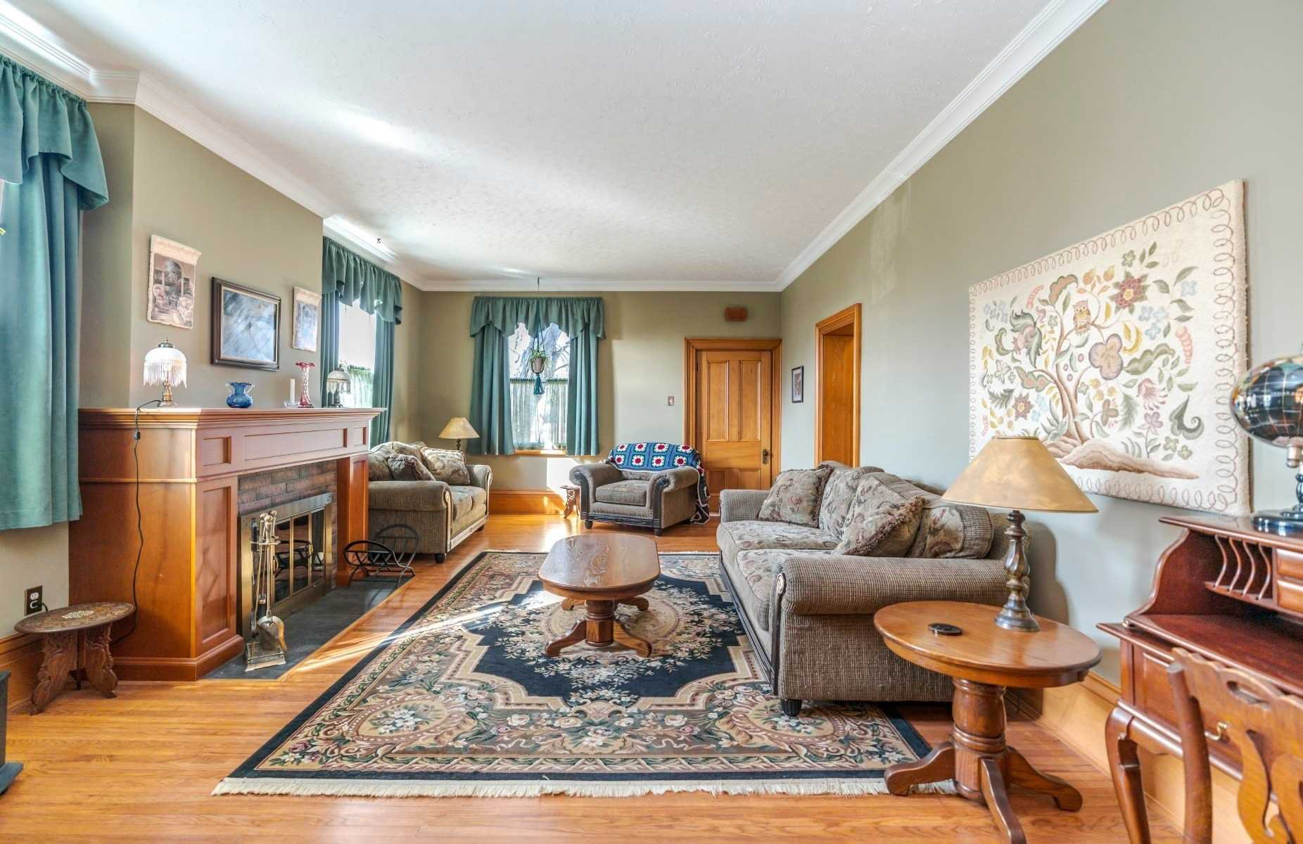 Photo 4: Photos: 1009 S Centre Street in Whitby: Downtown Whitby House (Bungalow) for sale : MLS®# E4714116