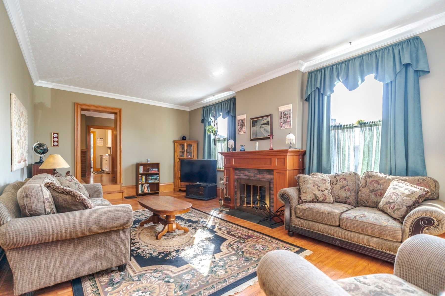Photo 3: Photos: 1009 S Centre Street in Whitby: Downtown Whitby House (Bungalow) for sale : MLS®# E4714116