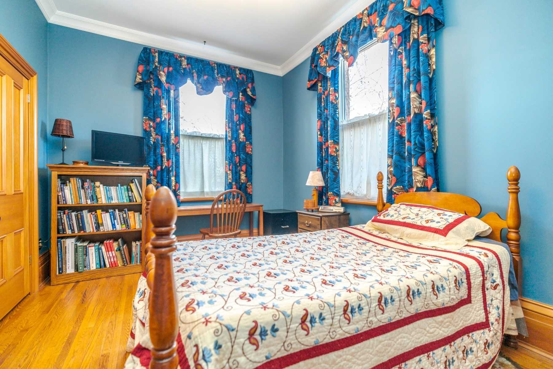 Photo 13: Photos: 1009 S Centre Street in Whitby: Downtown Whitby House (Bungalow) for sale : MLS®# E4714116