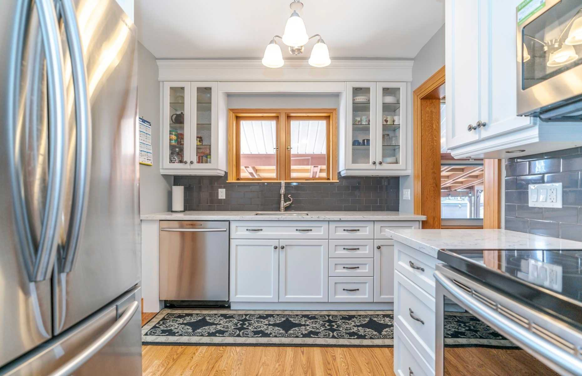 Photo 9: Photos: 1009 S Centre Street in Whitby: Downtown Whitby House (Bungalow) for sale : MLS®# E4714116