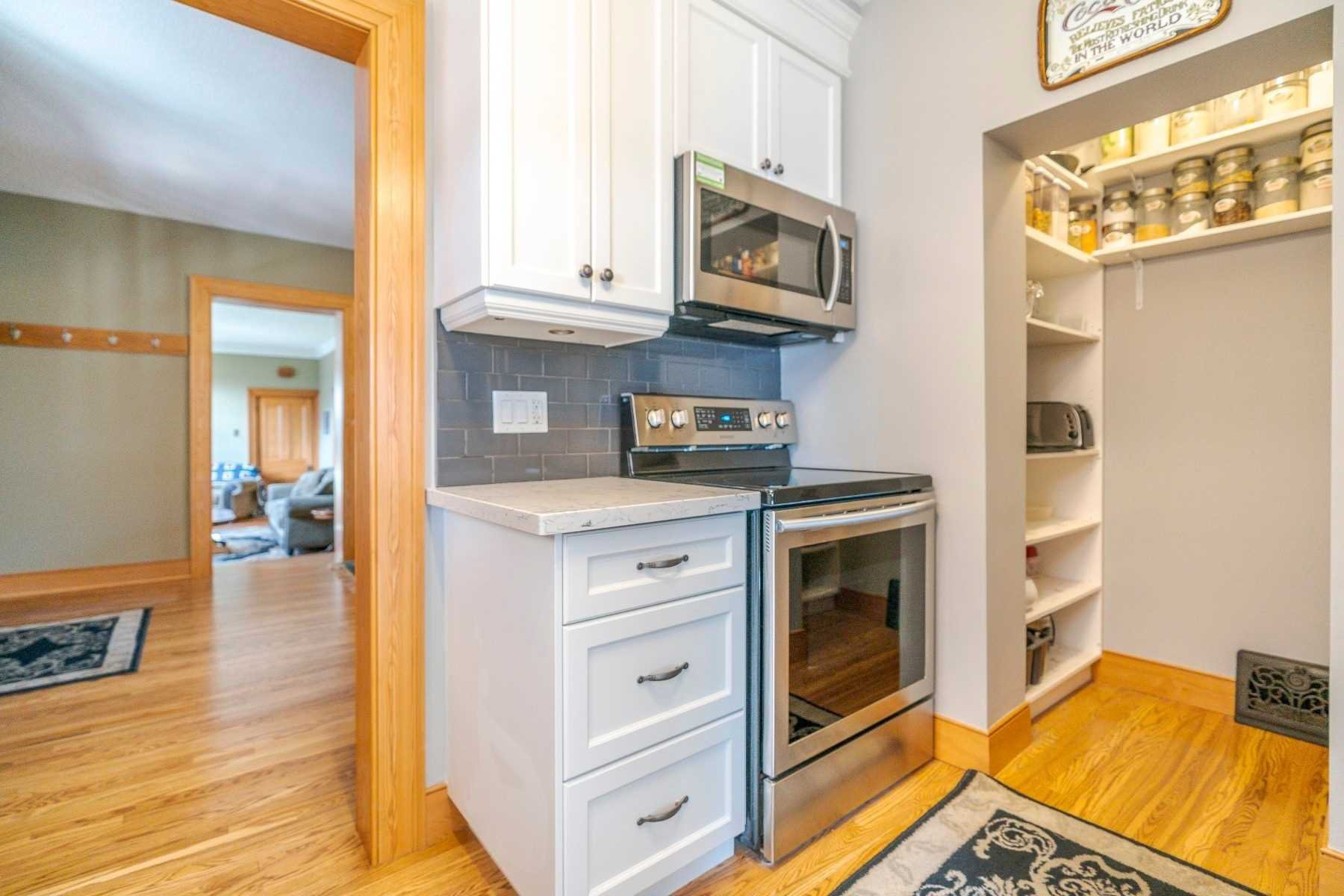 Photo 10: Photos: 1009 S Centre Street in Whitby: Downtown Whitby House (Bungalow) for sale : MLS®# E4714116