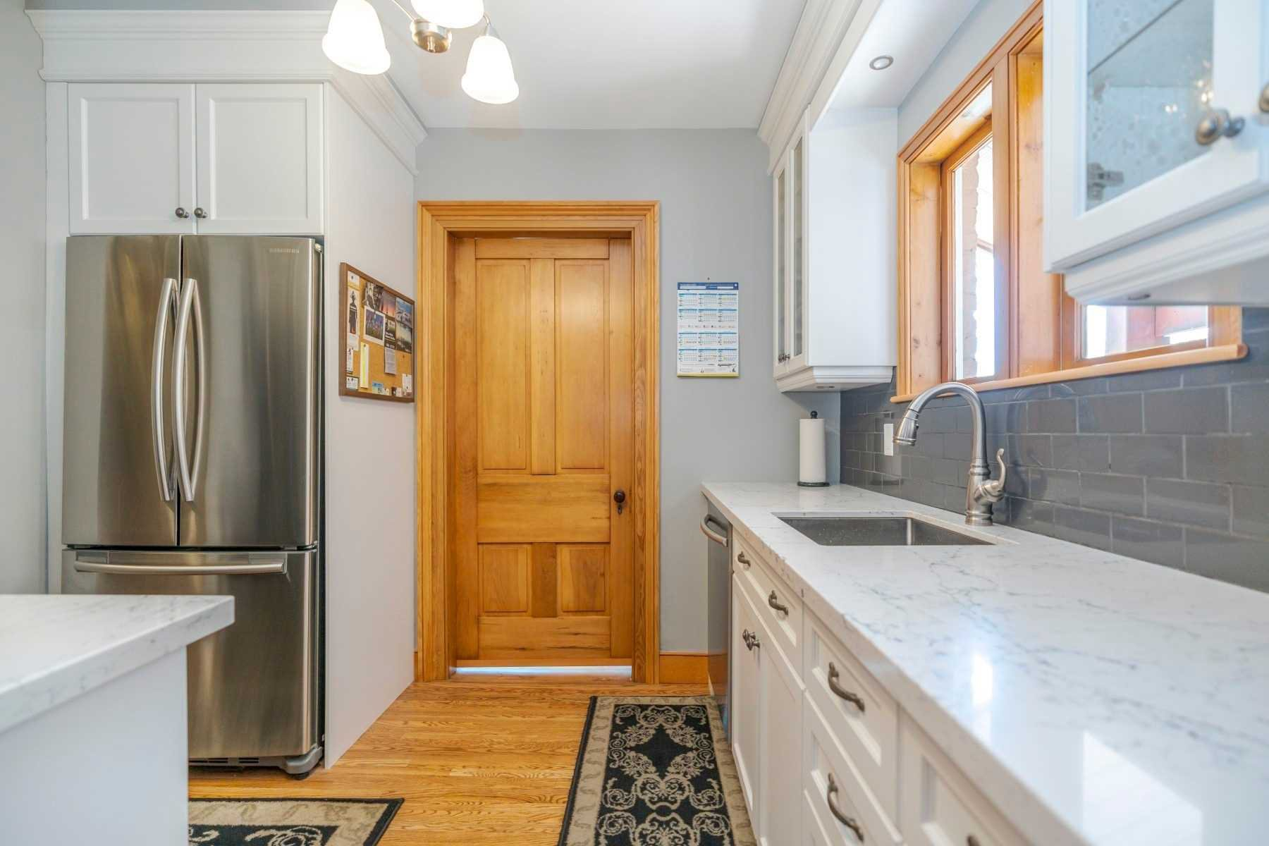 Photo 8: Photos: 1009 S Centre Street in Whitby: Downtown Whitby House (Bungalow) for sale : MLS®# E4714116