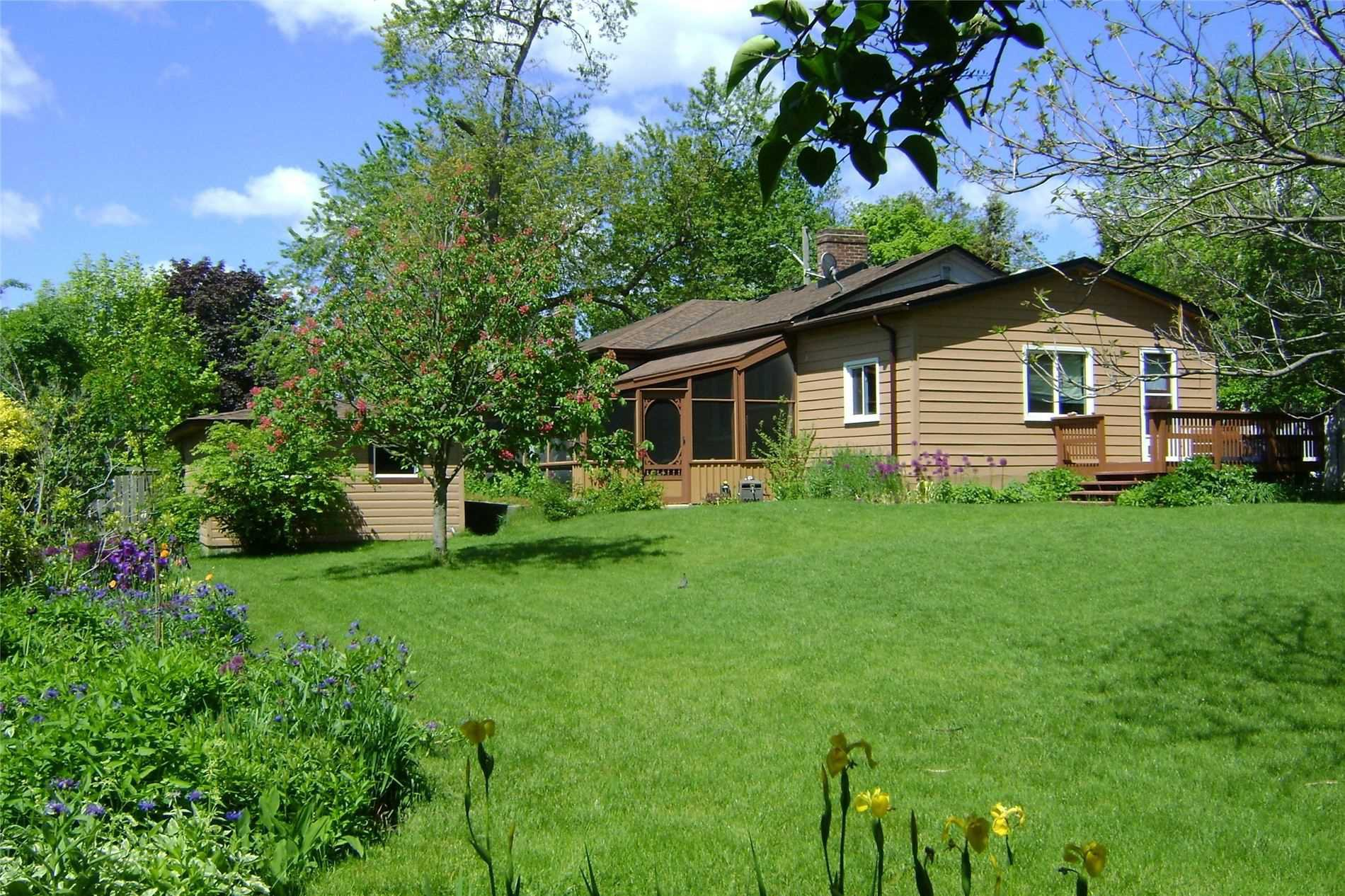 Photo 17: Photos: 1009 S Centre Street in Whitby: Downtown Whitby House (Bungalow) for sale : MLS®# E4714116