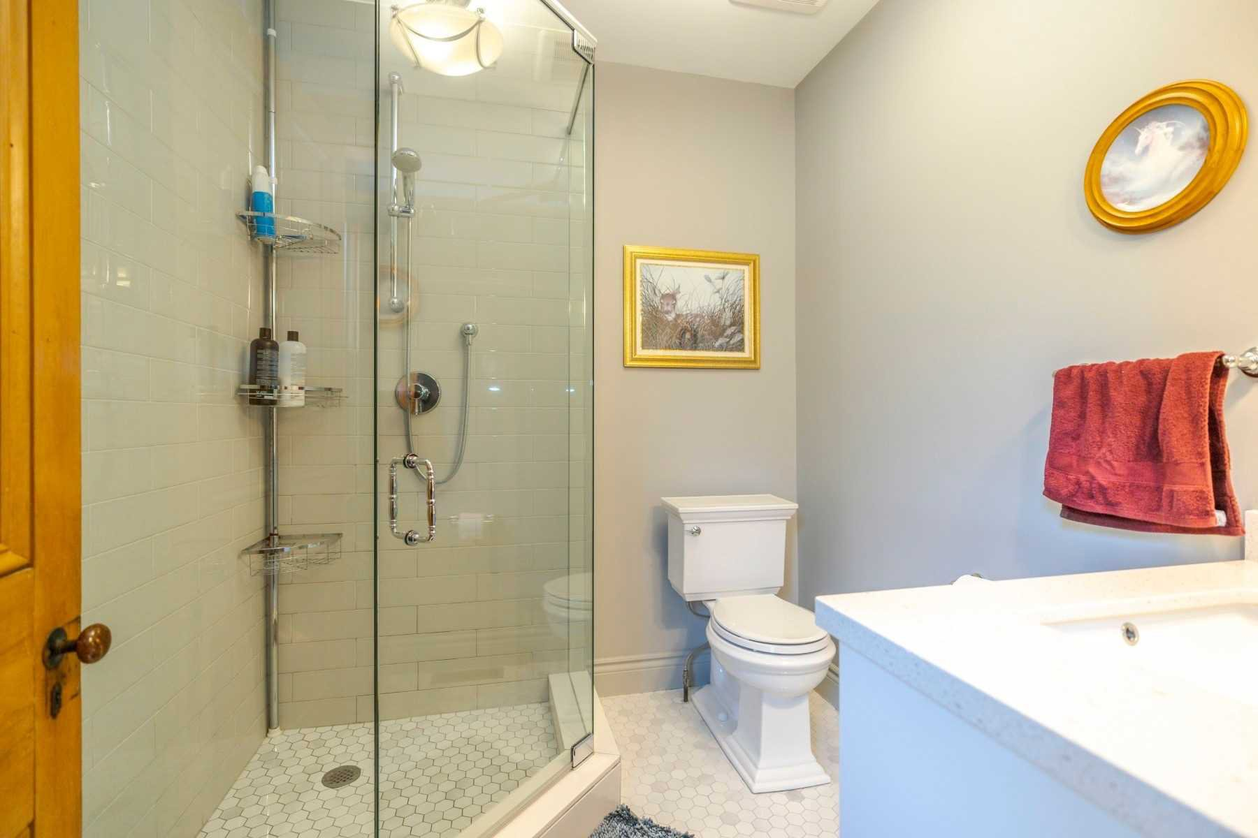 Photo 7: Photos: 1009 S Centre Street in Whitby: Downtown Whitby House (Bungalow) for sale : MLS®# E4714116