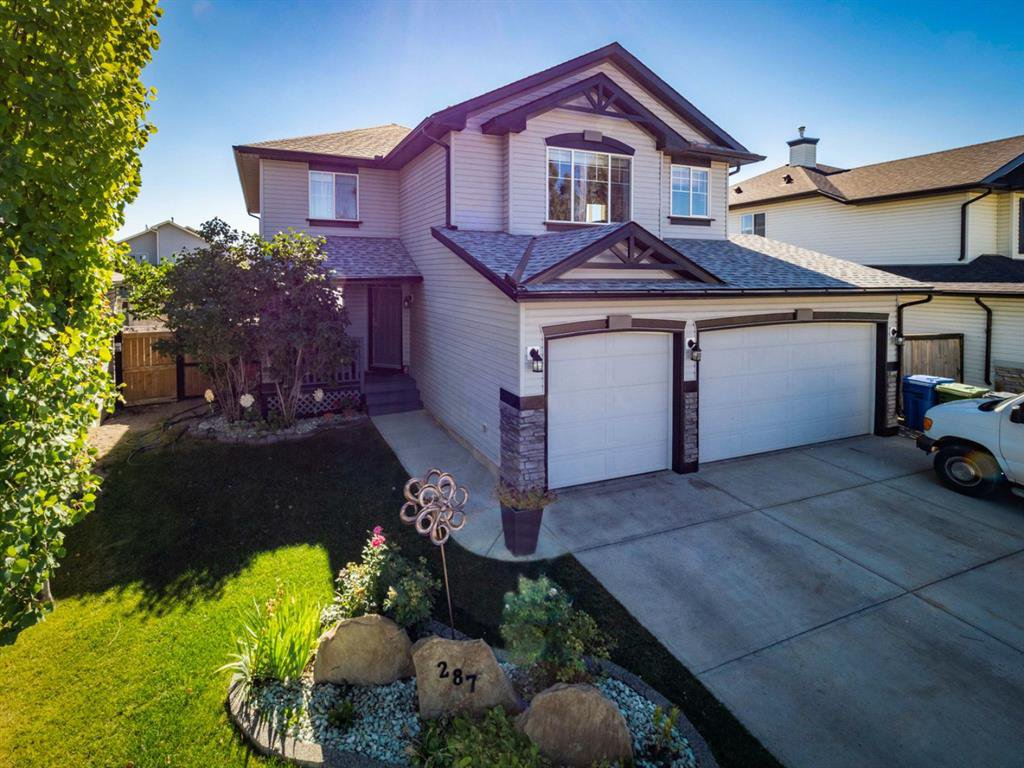 Great curb appeal with triple garage, enough parking for 6 vehicles!!