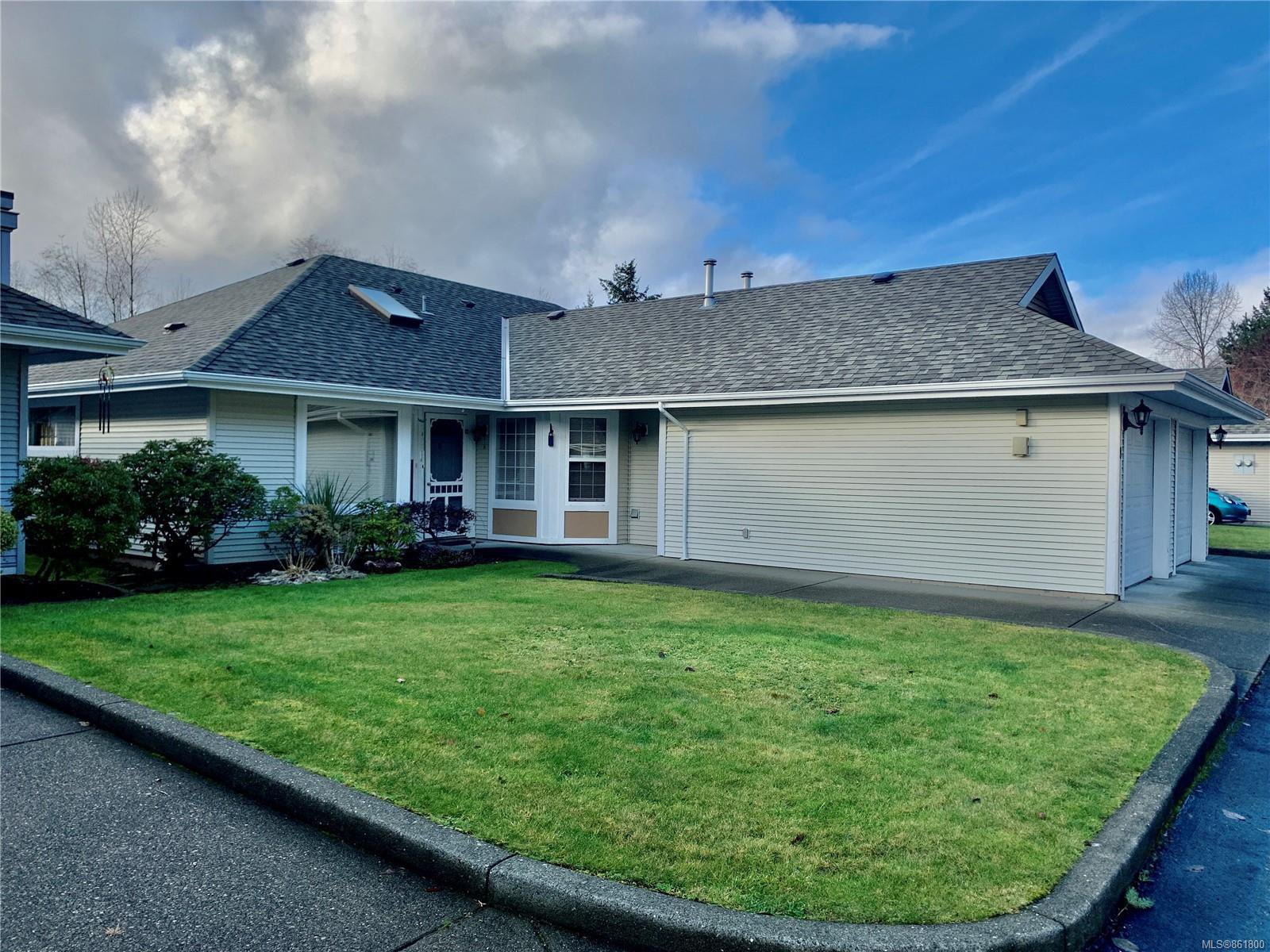 Main Photo: 8 2010 20th St in : CV Courtenay City Row/Townhouse for sale (Comox Valley)  : MLS®# 861800