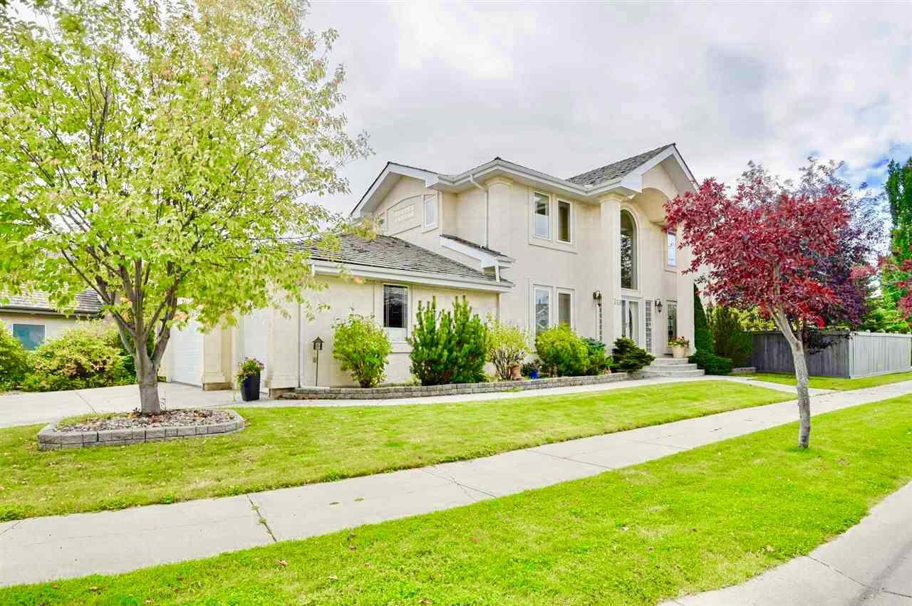 Main Photo: 319 DARLINGTON Crescent in Edmonton: Zone 20 House for sale : MLS®# E4176503