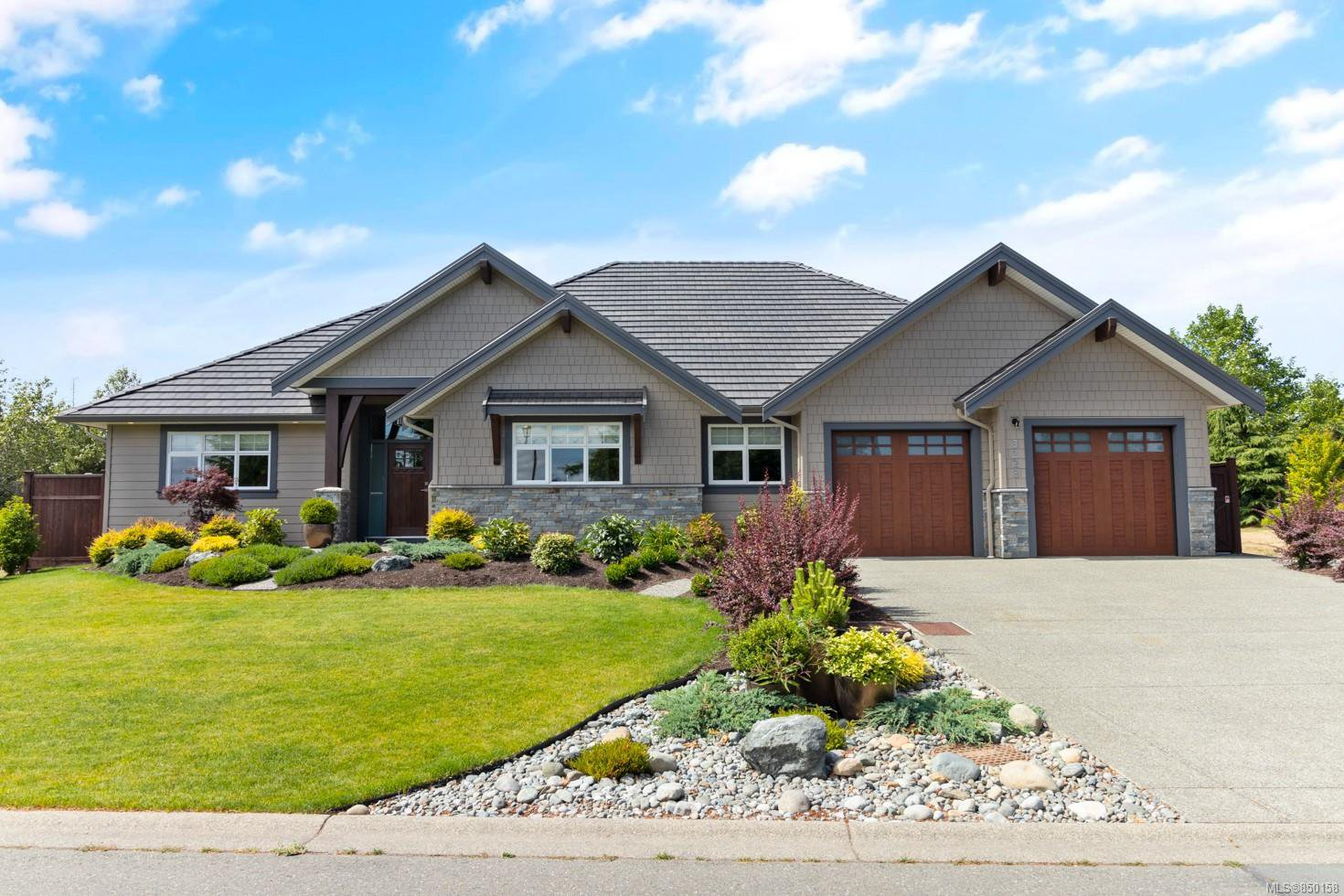 Photo 2: Photos: 3228 Majestic Dr in : CV Crown Isle House for sale (Comox Valley)  : MLS®# 850158