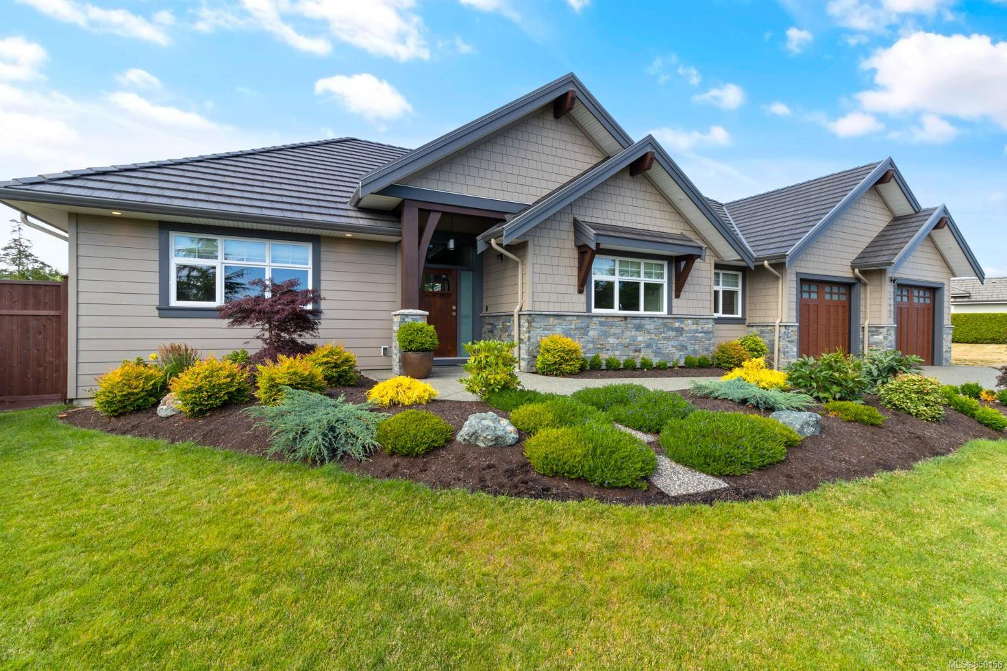 Photo 3: Photos: 3228 Majestic Dr in : CV Crown Isle House for sale (Comox Valley)  : MLS®# 850158