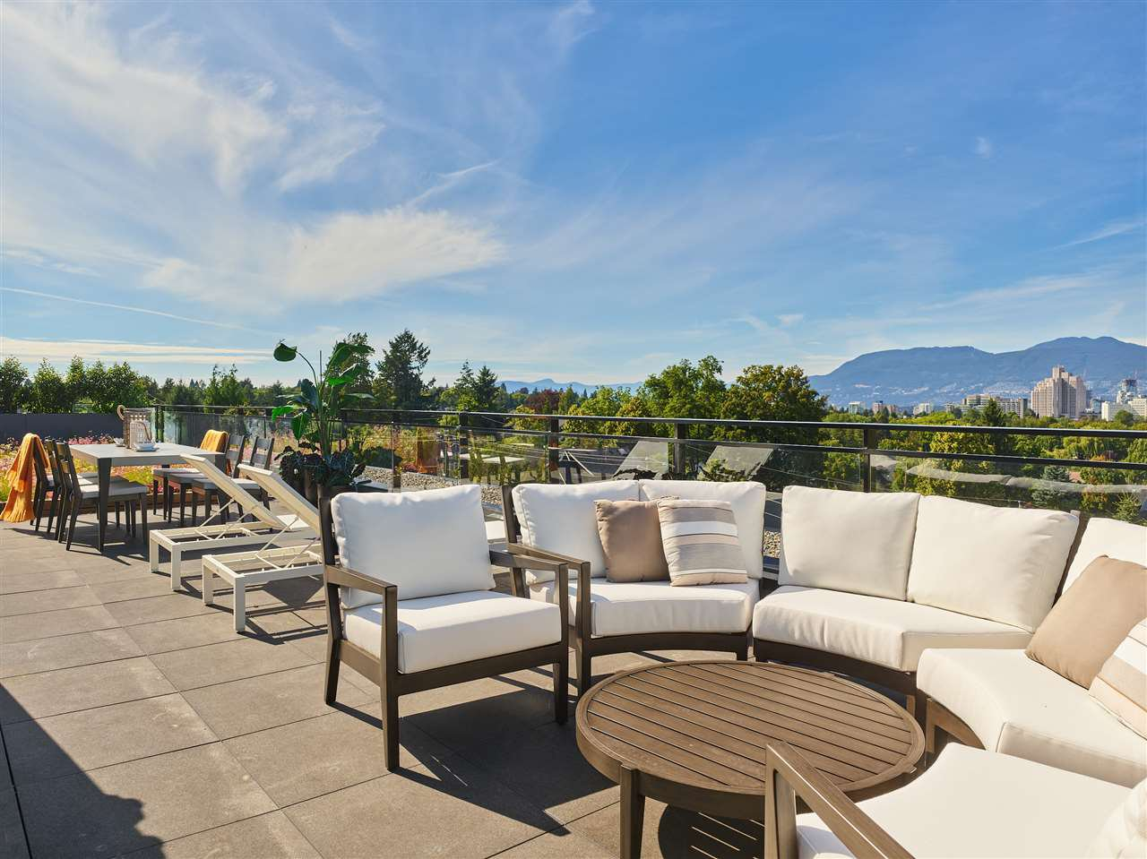 """Main Photo: 404 633 W KING EDWARD Avenue in Vancouver: Cambie Condo for sale in """"AMBER BY ARAGON"""" (Vancouver West)  : MLS®# R2482114"""