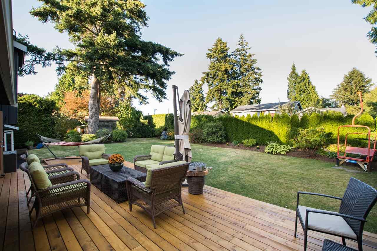 "Main Photo: 266 54 Street in Delta: Pebble Hill House for sale in ""PEBBLE HILL"" (Tsawwassen)  : MLS®# R2482561"