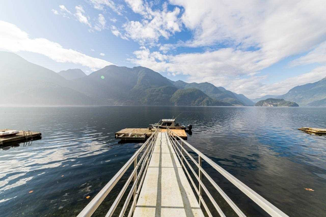 """Main Photo: 30 JOHNSON Bay in North Vancouver: Indian Arm House for sale in """"Johnson Bay"""" : MLS®# R2506244"""