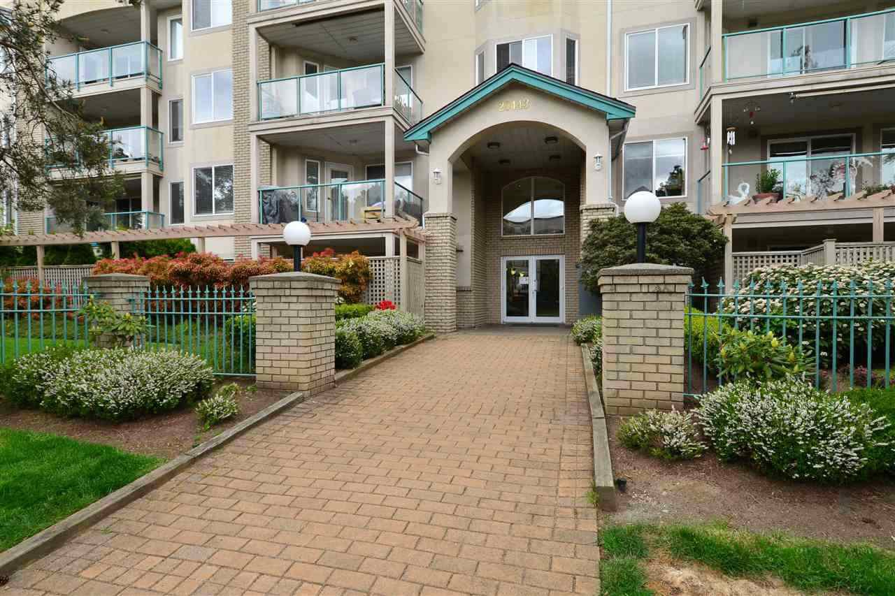 Main Photo: 302 20443 53 Avenue in Langley: Langley City Condo for sale : MLS®# R2506900