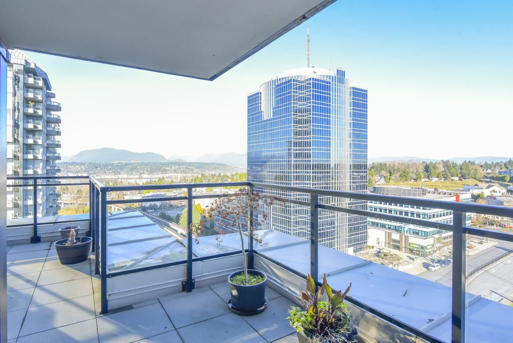 "Main Photo: 1410 10777 UNIVERSITY Drive in Surrey: Whalley Condo for sale in ""City Point"" (North Surrey)  : MLS®# R2521642"