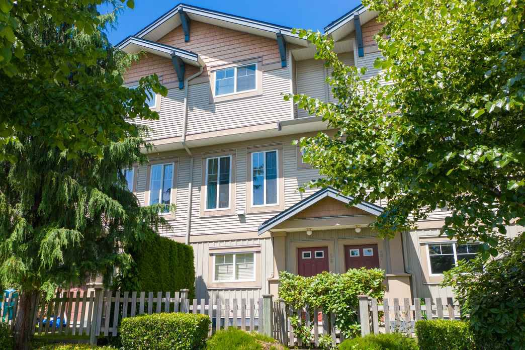 "Main Photo: 58 5839 PANORAMA Drive in Surrey: Sullivan Station Townhouse for sale in ""Forest Gate"" : MLS®# R2470931"