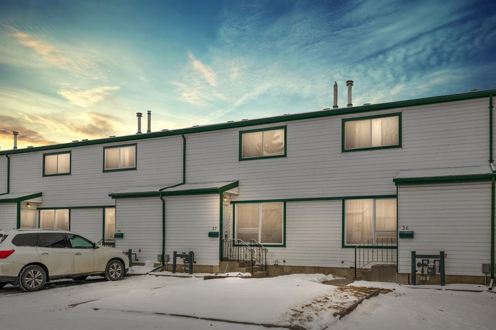 Photo 1: Photos: 37 100 Pennsylvania Road SE in Calgary: Penbrooke Meadows Row/Townhouse for sale : MLS®# A1049358