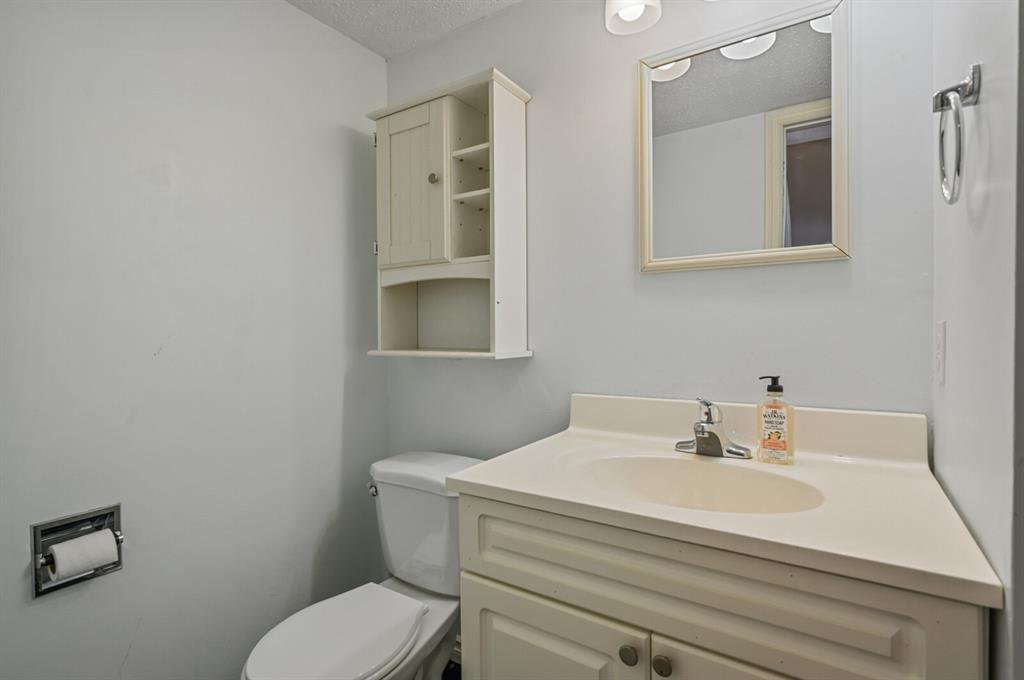 Photo 4: Photos: 37 100 Pennsylvania Road SE in Calgary: Penbrooke Meadows Row/Townhouse for sale : MLS®# A1049358