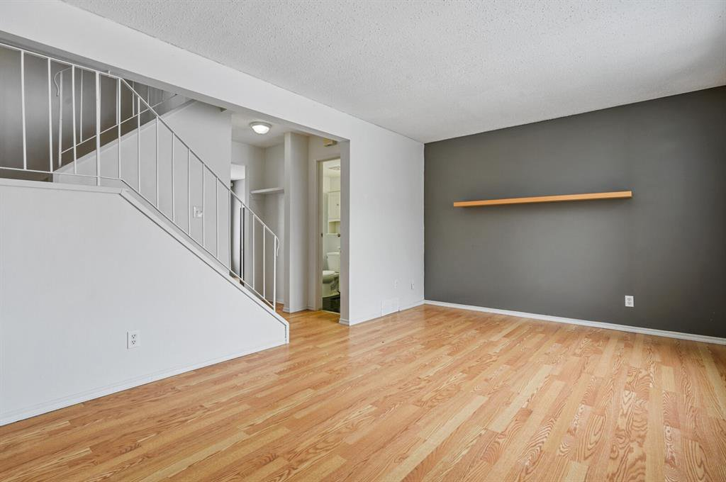 Photo 2: Photos: 37 100 Pennsylvania Road SE in Calgary: Penbrooke Meadows Row/Townhouse for sale : MLS®# A1049358