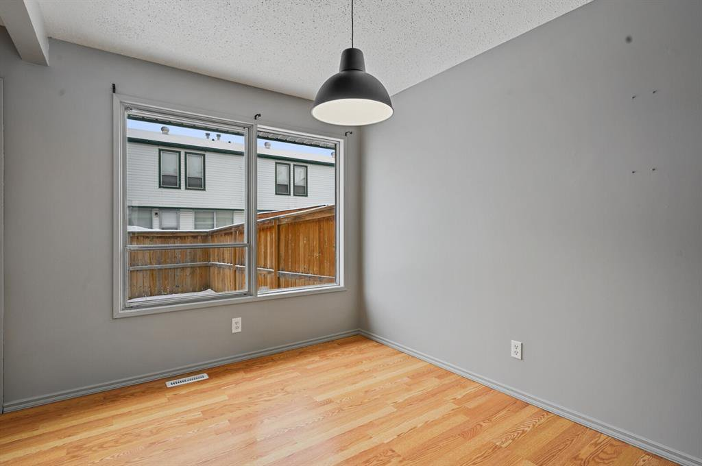 Photo 5: Photos: 37 100 Pennsylvania Road SE in Calgary: Penbrooke Meadows Row/Townhouse for sale : MLS®# A1049358