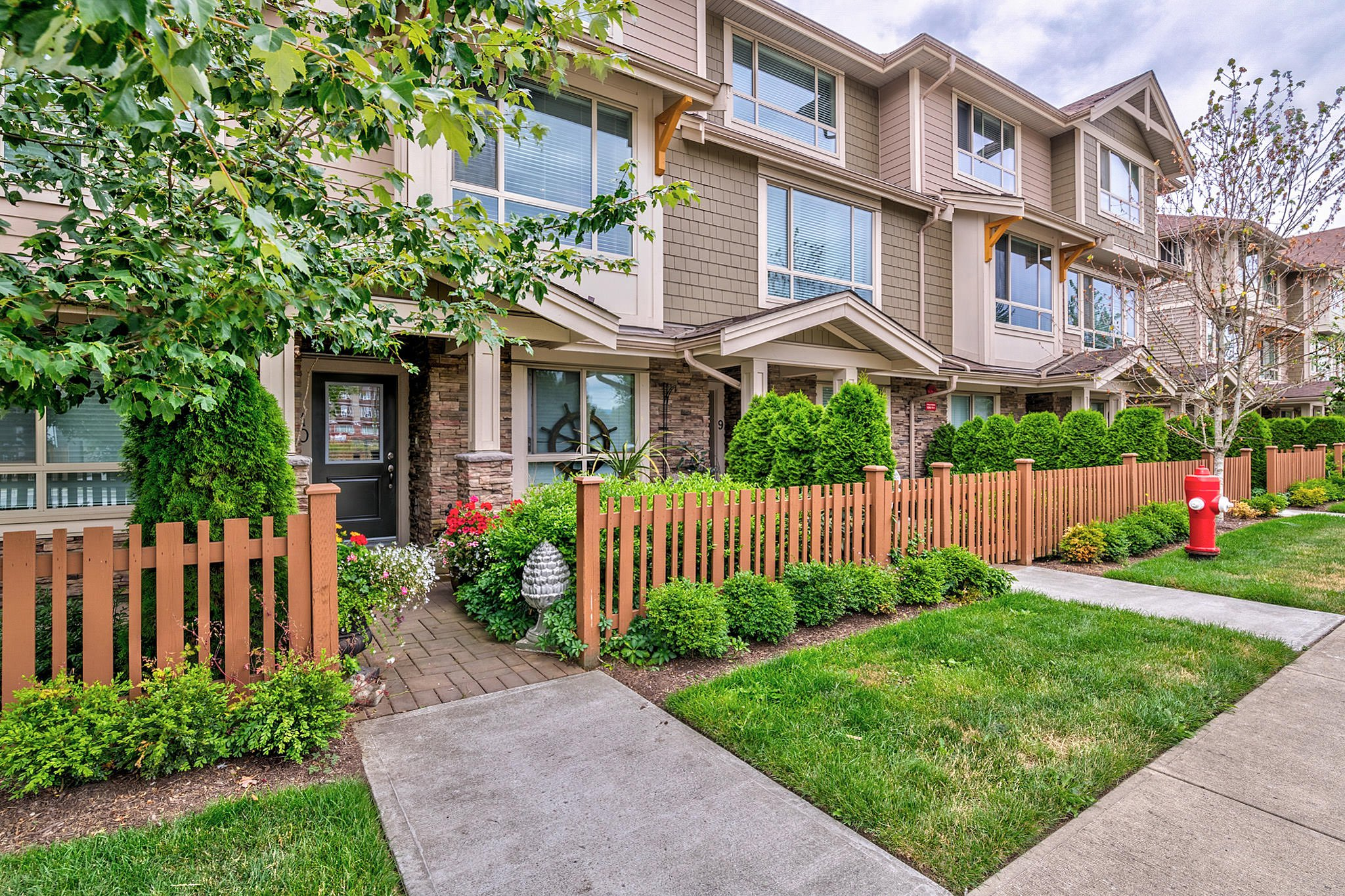Main Photo: 10 19742 55A Street in Langley: Langley City Townhouse for sale : MLS®# R2388093