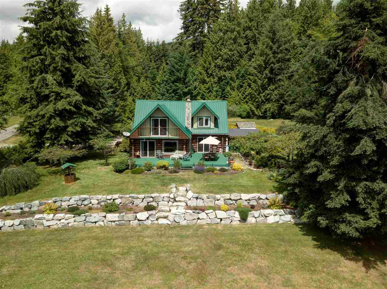 Main Photo: 736 MANSFIELD Road: Roberts Creek House for sale (Sunshine Coast)  : MLS®# R2400940